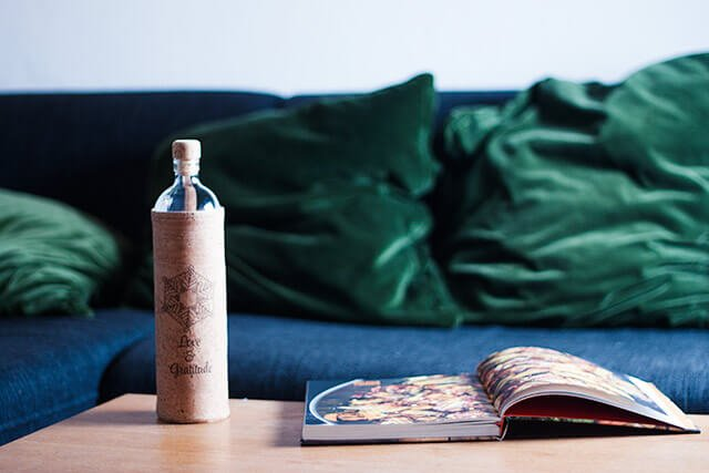 Flaska Trinkflasche Alltag Tisch