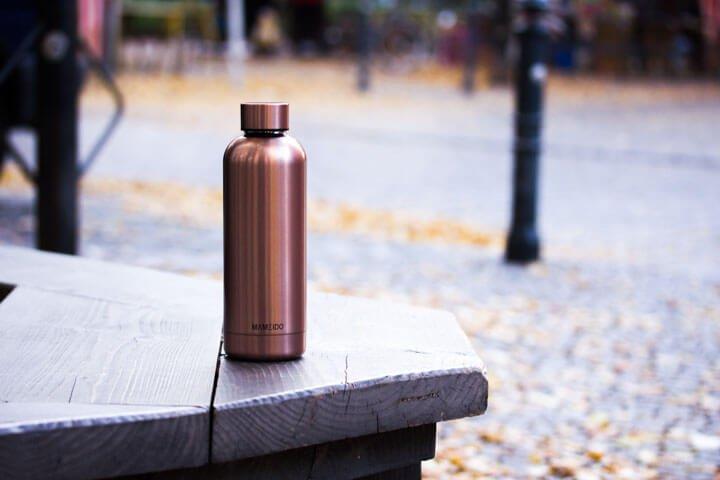 MAMEIDO Trinkflasche im Park